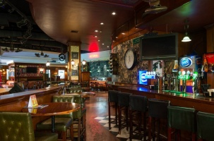 The Guns & Roses Pub-Grille