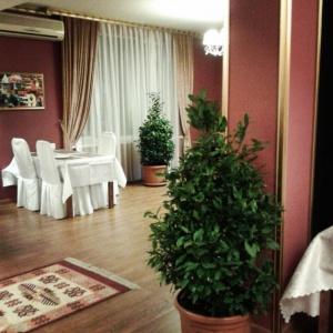 грузинская кухня. Отдельный зал Узбечка