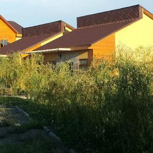 """Коттеджи """"Challet"""": 2 одноэтажных 3-х комнатных,<br>1 двухэтажный 4-х комнатный. Arasan Alakol Resort Hotel"""