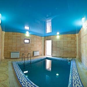 бассейн в сауне Medeus Villa